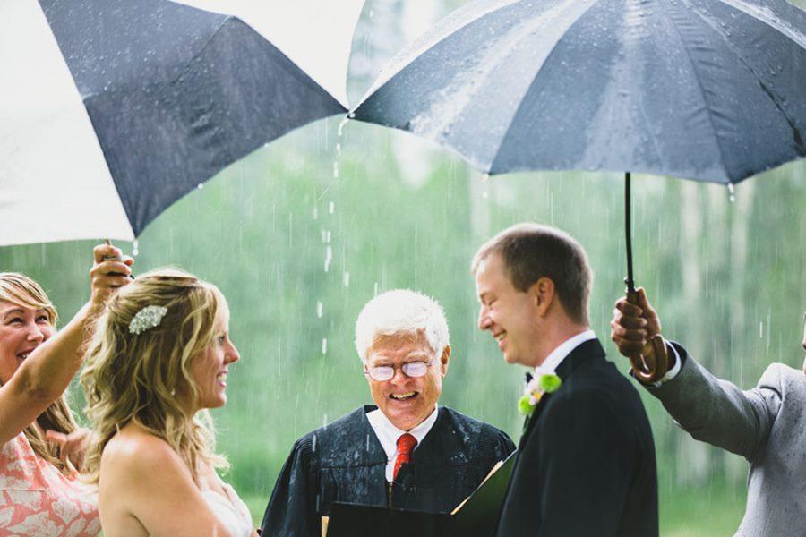 yağmurlu nikah seremonisi