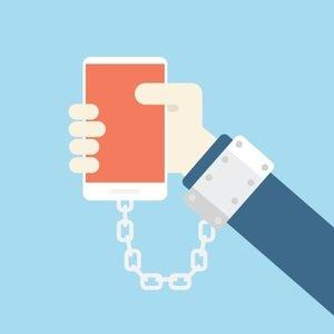 Sosyal medya bağımlılığı elimize kelepçe ile telefonu tutturmaktır