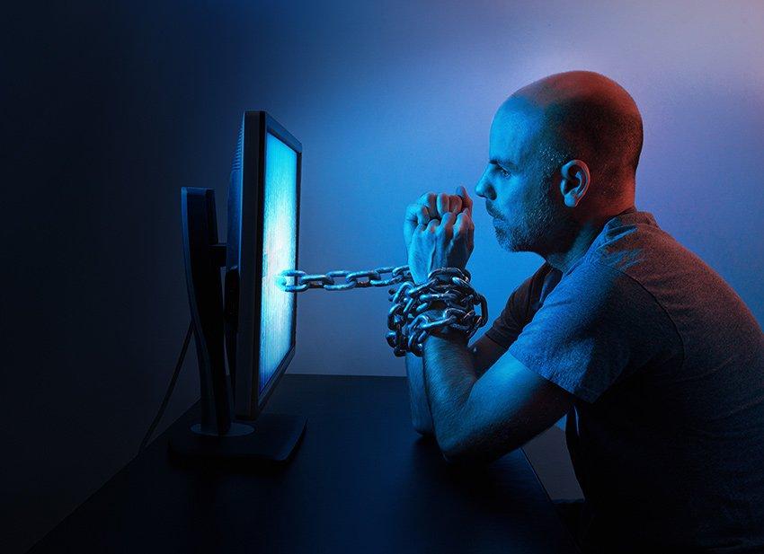 Sosyal medya bağımlılığı insanları bilgisayar ekranına kilitler