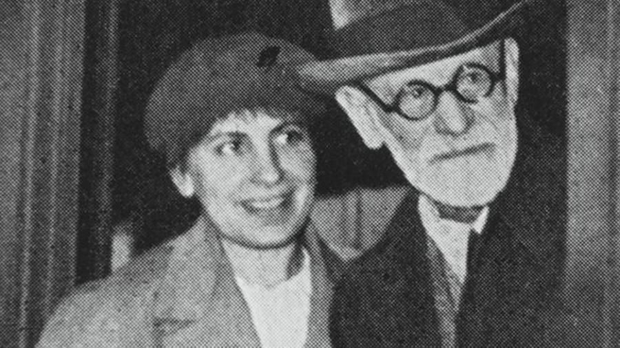 a biography of anna freud the daughter of sigmund freud and the founder of child psychoanalysis Published: mon, 5 dec 2016 anna freud is known as the originator of child psychoanalysis she grew up in the household of her father sigmund freud anna freud began her career under the supervision of her father who was the founder of psychology.